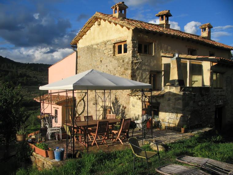 Exterior del caserio La Loba en Olba (Teruel)